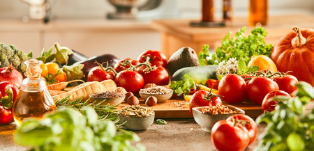Panorama banner with fresh vegetable ingredients for Italian and Mediterranean cuisine, olive oil, herbs and spices on a kitchen counter 版權商用圖片 - 115257891