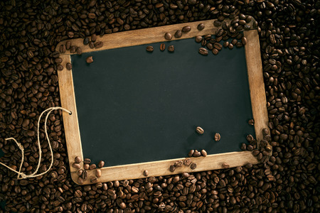 Top view of blank school slate surrounded by roasted coffee beans Banco de Imagens