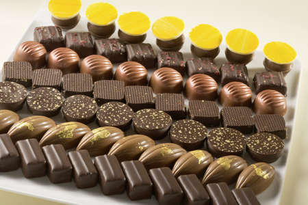 alignement: Assorted chocolates LANG_EVOIMAGES
