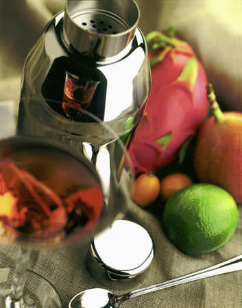 grenadilla: Shaker and fresh fruit for cocktails