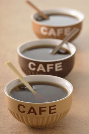 alignement: Three bowls of coffee LANG_EVOIMAGES