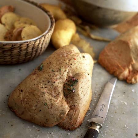 foie gras: Raw duck foie gras LANG_EVOIMAGES