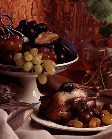 kuropatwa: Młoda kuropatwa z winogron