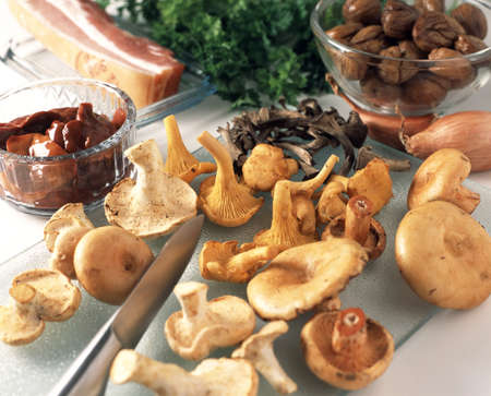 capon: Slicing the mushrooms