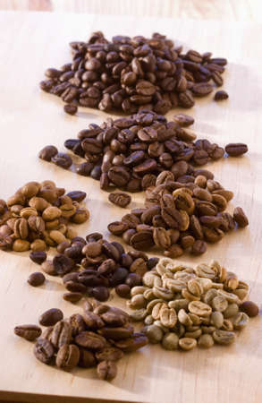 alignement: Assorted coffee beans LANG_EVOIMAGES