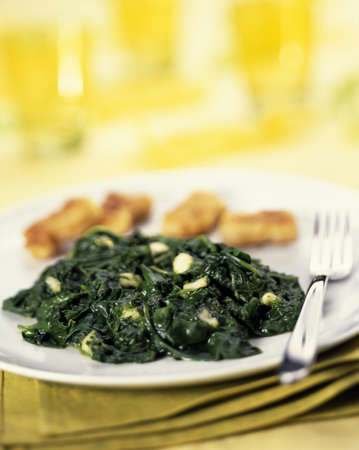 prepared dish: Spinach with fish nuggets