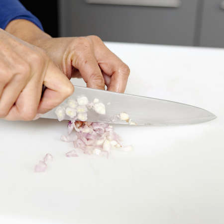 thin bulb: Chopping a shallot