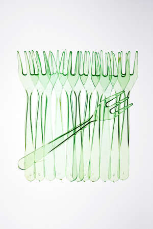 alignement: Row of plastic forks