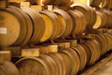 alignement: Wooden barrels in a cellar LANG_EVOIMAGES
