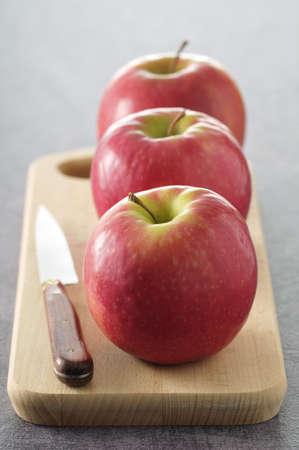 alignement: Pink Lady apples LANG_EVOIMAGES