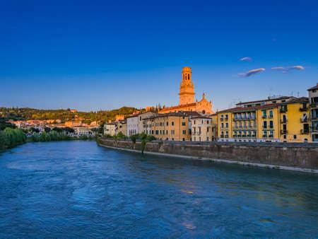 베로나, 베네토, 이탈리아, 유럽에서 돔 산타 마리아 Matricolare 베로나의 도시보기