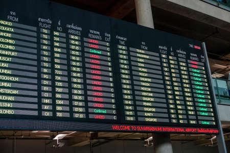 Scoreboards, Arrivals in Suvarnabhumi Airport, Bangkok, Thailand Archivio Fotografico - 97670704