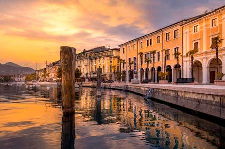 Evening mood at the promenade Lungolago in Salo on Lake Garda, Lago di Garda, Lombardy, Italy, Europe 스톡 콘텐츠