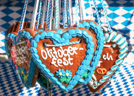 typical souvenir at the oktoberfest in munich - a gingerbread heart Zdjęcie Seryjne