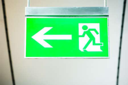 salida de emergencia: moderno muestra de la salida de emergencia - foto