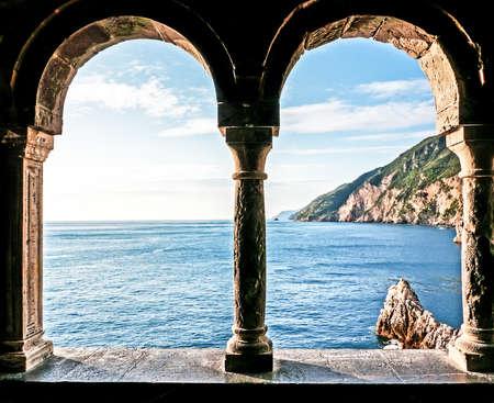 open window: hermosa vista a portovenere - Italia Foto de archivo