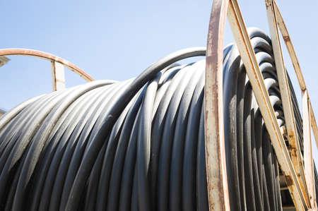 fibra �ptica: tambor de cable moderno primer plano en un sitio de construcci�n Foto de archivo