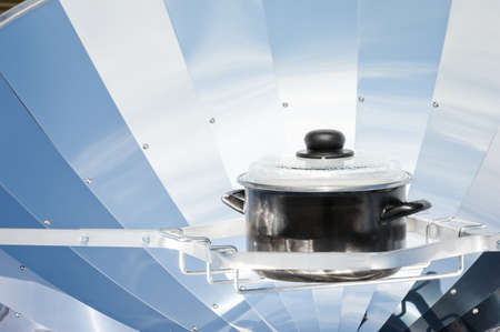 parabolic mirror: pan in a solarreflector cooking water