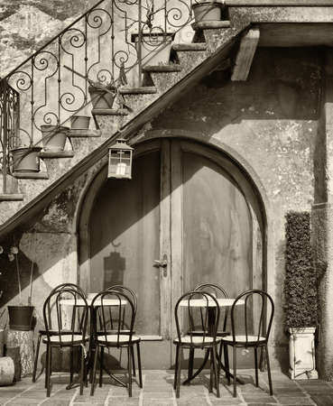 tables and chairs at a bistro in italy Standard-Bild
