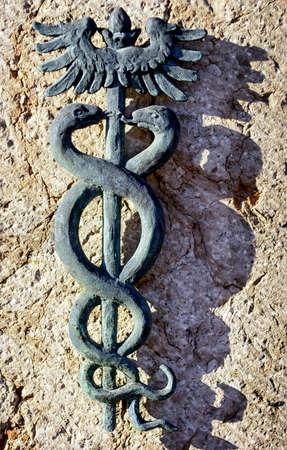 aesculapius: Personale vecchio Esculapio (simbolo per la medicina)