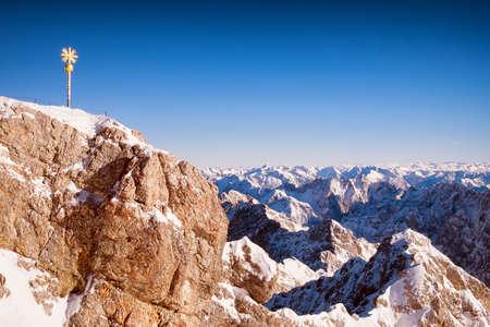 ヨーロッパ ・ アルプスの冬・ ツークシュピッツェ 写真素材
