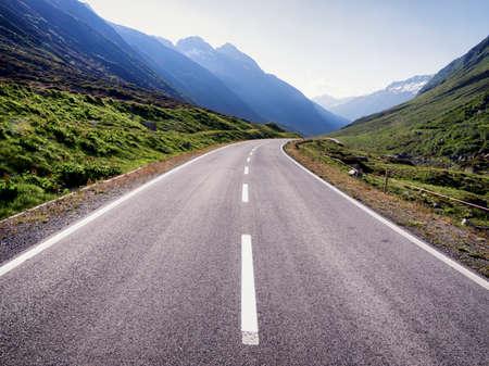 ヨーロッパ ・ アルプスの国の道路