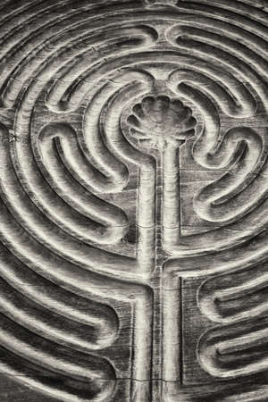 Nahaufnahme von einem Holz-Labyrinth
