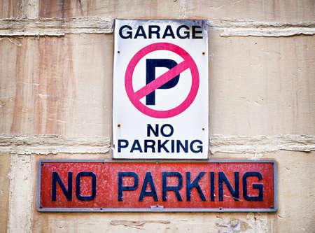 se�al parking: ninguna se�al de aparcamiento en un garaje