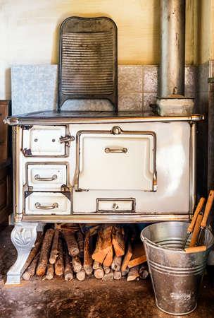 estufa: antigua cocina en una granja