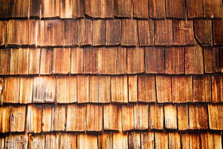 shingles: tejas viejas de madera en una caba�a - bonito fondo