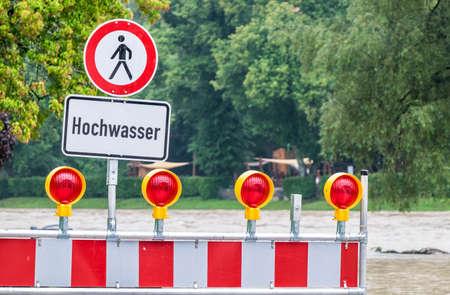 señal de advertencia de inundaciones en alemania