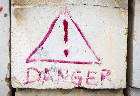 point exclamation: signe de danger vieux avec point d'exclamation