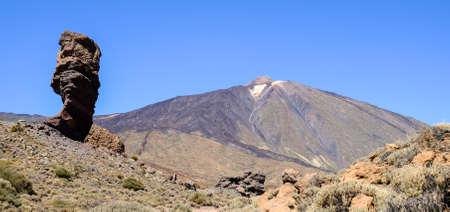 Pico del Teide - montaña más alta de España en Tenerife - Canarias Foto de archivo - 67872742