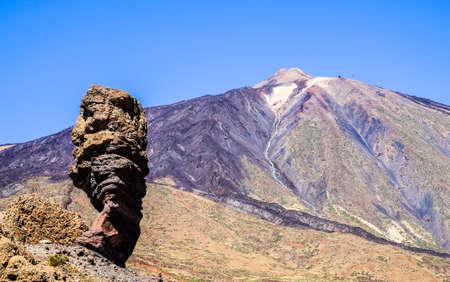 Pico del Teide - montaña más alta de España en Tenerife - Canarias Foto de archivo - 72998967