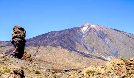 Pico del Teide - montaña más alta de España en Tenerife - Canarias Foto de archivo - 76423124