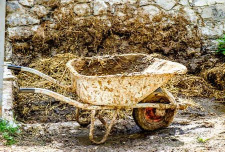 oude kruiwagen - mooie close-up - foto Stockfoto