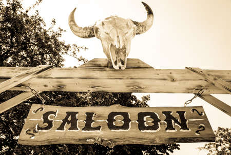 old saloon sign with skull Standard-Bild