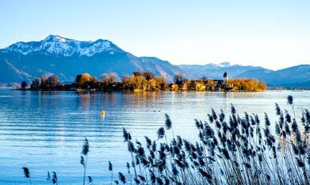 バイエルン州の有名なキエムゼー湖 - ドイツ 写真素材