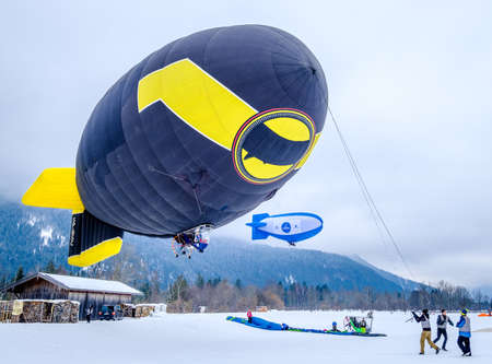 ROTTACH, GERMANY - FEBRUARY 18: blimp (hot air airship) flying at the european alps on feb 18, 2018 in rottach, germany Éditoriale