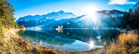 famous eibsee lake in front of zugspitze mountain in germany 版權商用圖片 - 113773649