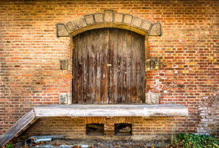 beautiful old wooden door - close-up Standard-Bild - 113714087