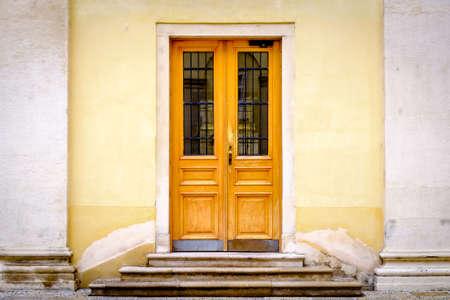 beautiful old wooden door - close-up Standard-Bild - 115818998