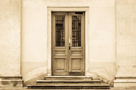 beautiful old wooden door - close-up Standard-Bild - 126305371
