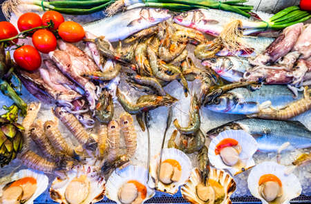Dekoration auf einem typisch italienischen Fischmarkt Standard-Bild