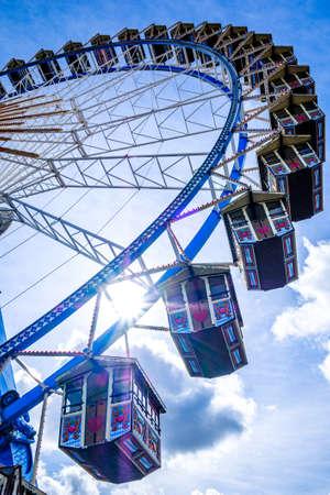 famous ferris wheel on the oktoberfest in munich Standard-Bild - 130814101