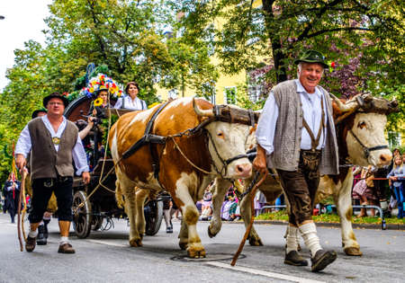 Munich, Germany - September 22: Participants, marching bands and carts at the annual opening parade of the oktoberfest on september 22, 2019 in the old town of munich Standard-Bild - 140142261