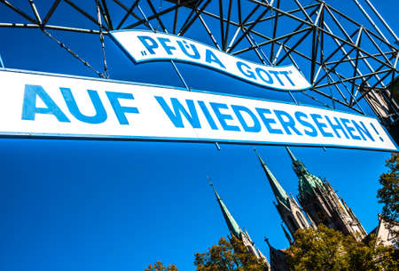 Munich, Germany - October 11: famous goodbye sign at the annual oktoberfest in Munich on October 11, 2018 新聞圖片