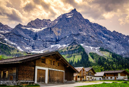 beautiful old farmhouses at the eng alm in austria Banque d'images