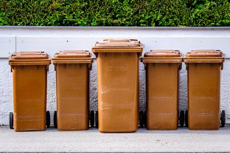 garbage at a street - photo Foto de archivo