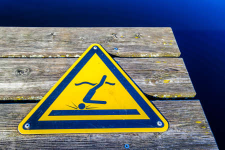 no jumping sign in germany - photo Banco de Imagens